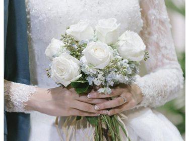 Hoa cưới cầm tay cô dâu đẹp